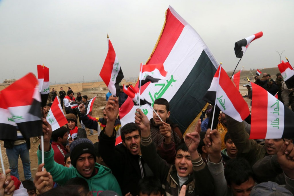 People waving Iraqi flags